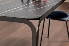 Delta – stół